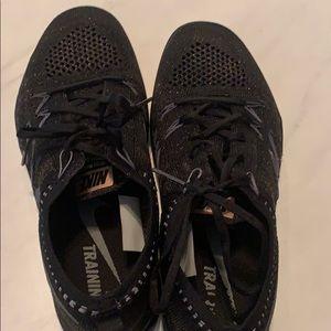 Size 7 Nike Focus Flyknit